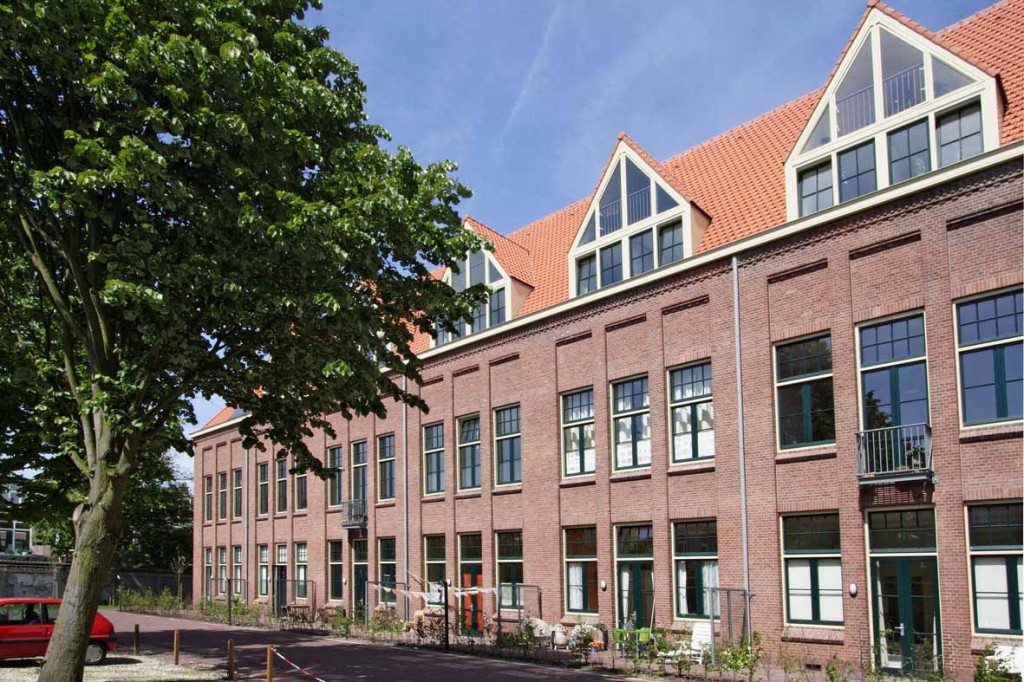 Goudenregenstraat schoolplein gevel